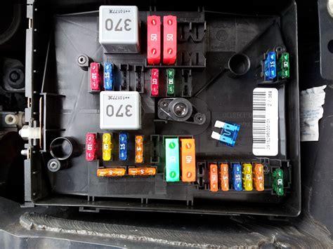 sicherungskasten golf 4 sicherungskasten motorraum rcd f8 hintere lautsprecher im golf 6 variant nachr 252 sten vw