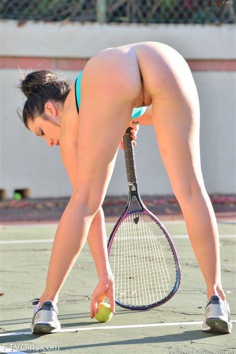 Stunning Chick Posing Naked On The Tennis Court