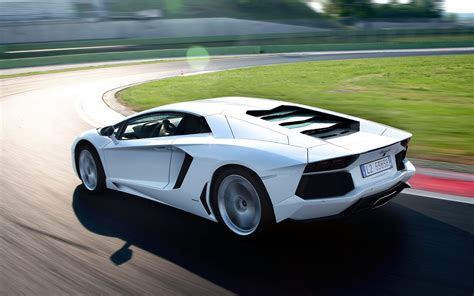 White Lamborghini Aventador Lp7004  Hocamagong Wiaomheder