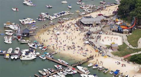 House Boat Quiz by Take The Lanier Islands In Water Boat Show Quiz Lake Lanier