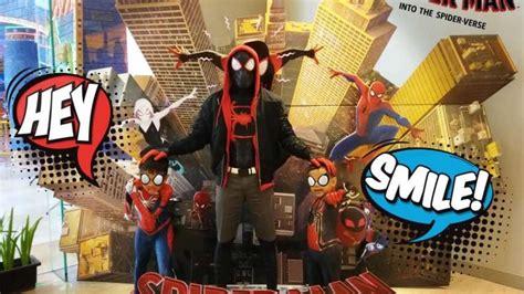 keren banget sekeluarga nonton spider verse pakai kostum