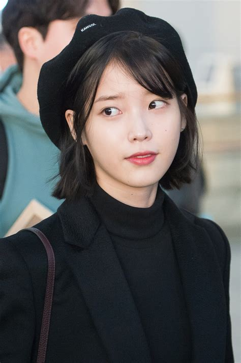 File:IU at Incheon airport, 6 January 2017 04.jpg