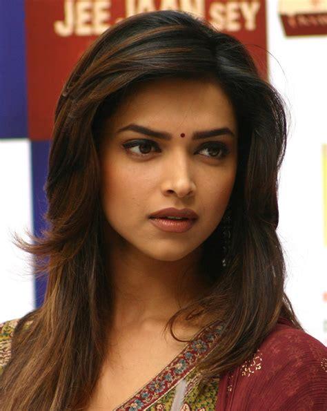 hd wallpapers fine bollywood actress deepika padukonedeepika padukone hot  kiss high
