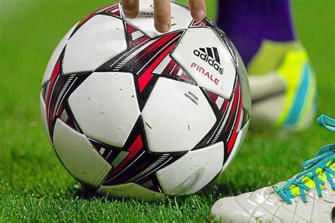 Hier finden sie die wichtigsten kurzmeldungen des tages aus dem internationalen. Fussball: Corona: Amateurfußball auf unbestimmte Zeit ...