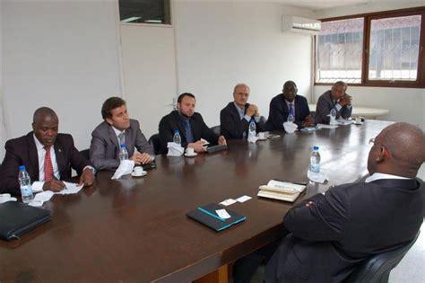 bureau homme d affaire business une délégation d hommes d affaires américains