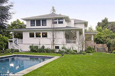 Facebook Founder Mark Zuckerberg Buys His Very First Home