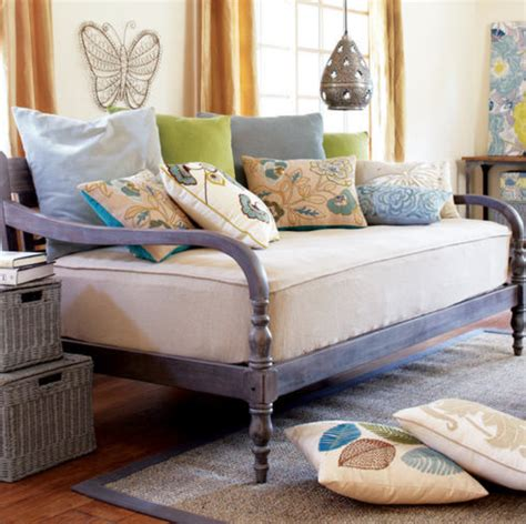 daybed settee daybeds that look like couches it speaks of lazy summer