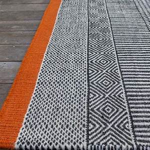 edito tapis tapis de salon noir blanc et orange tryptik With tapis salon orange