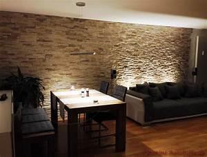 Möbel Dunkles Holz : wohnzimmer mit essbereich mit dunklen m beln und steinwand ~ Michelbontemps.com Haus und Dekorationen