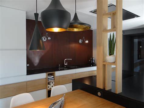 rouille cuisine cuisine design blanche et bois avec crédence effet rouillé