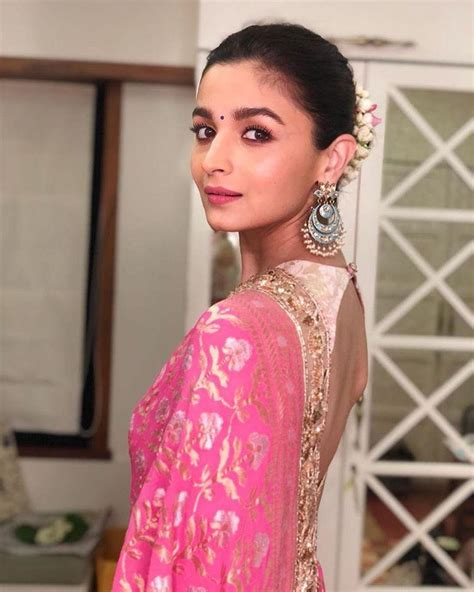 alia bhatt  manish malhotras designer pink saree lady