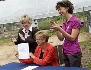Gov. Jennifer Granholm signs bill into law allowing ...