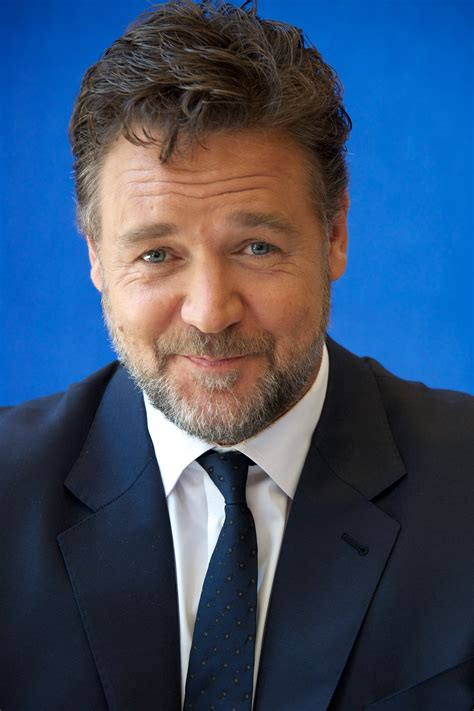 Russell Crowe Shows Off His 52-Pound Weight Loss — See the ...