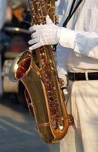 Les Gants Blancs : joueur de saxophone avec les gants blancs illustration stock illustration du musicien doigts ~ Medecine-chirurgie-esthetiques.com Avis de Voitures