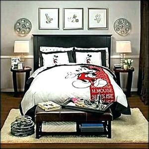 Mickey Mouse Decorations For Bedroom by Bedroom Atmosphere Ideas Mickey Mouse Decor Minnie Dresser