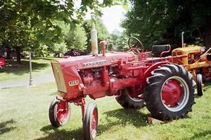 Beautiful International  Farmall 140 Offset Tractor