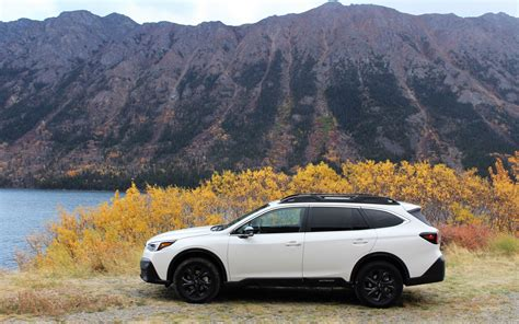The subaru forester is a compact suv, and the subaru outback is a wagon that tends to compete with compact suvs. Subaru Outback 2020 : pour une vraie vie active - Guide Auto