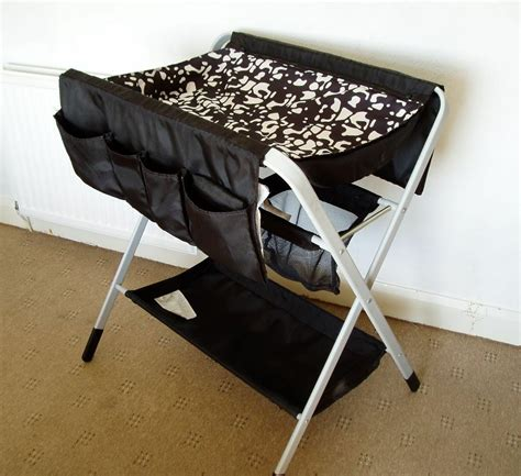 Klappbarer Wickeltisch Ikea by Ikea Folding Changing Table With Mat And Mat Covers In
