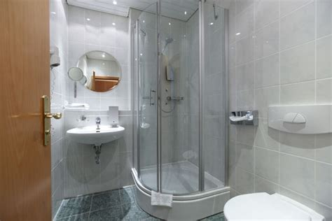 Small Bathroom Shower Designs by Small Shower Ideas For Bathrooms With Limited Space