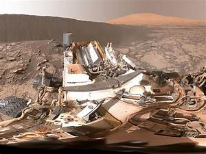 Curiosity Rover Eyes Towering Sand Dunes on Mars (Photos)