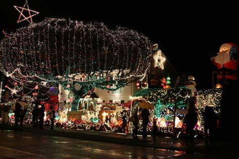 west seattle christmas lights west seattle west seattle holidays menashe family s drive lights are on
