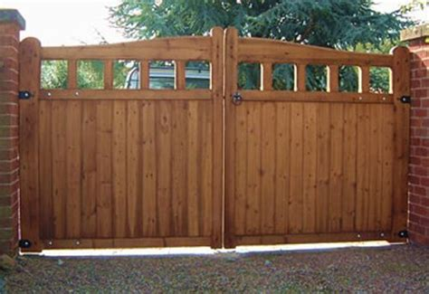 build  strong wooden gate woodworking projects