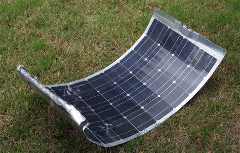 d 233 collage d un panneau solaire