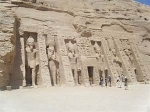 Nefertiti's temple located beside Ramesses's temple ...