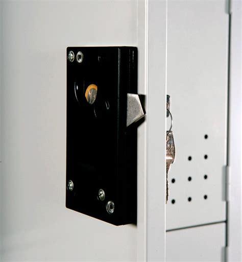 serrature per armadietti spogliatoio armadi spogliatoi tettuccio serrature moneta zoccolo chiavi