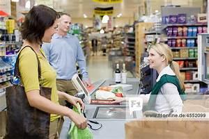 An Der Kasse : kasse und kunden an der kasse supermarkt diamond lizenzfreies bild f1online 4552099 ~ Orissabook.com Haus und Dekorationen