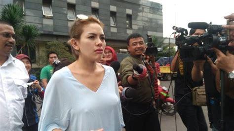 Duh Baju Nikita Mirzani Ini Bikin Polisi Jadi Salah Fokus
