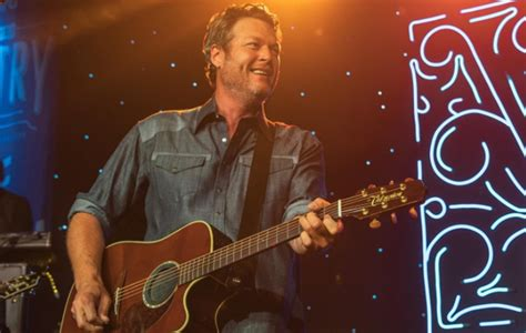 blake shelton dog blake shelton s single i ll name the dogs reached no 1