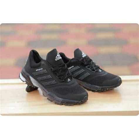 Sepatu Santai Gaya jual beli sepatu olahraga pria adidas springblade hitam
