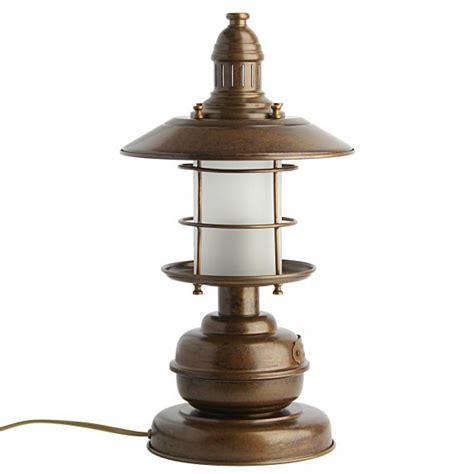 maritime tischlampe im stil einer antiken schiffslampe