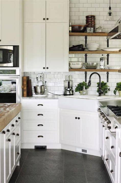 maison et cuisine la cuisine blanche et bois en 102 photos inspirantes