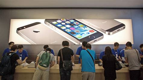 iphone stores apple iphone 5s 5c go on in more than 25 countries