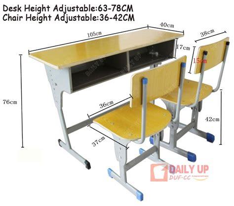 chaise bureau jaune bureau d 39 écolier avec des chaises en bois table d