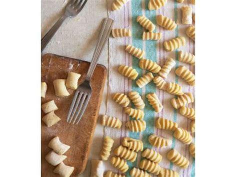 cuisiner des pommes de terre nouvelles recette gnocchi facile les recettes de gnocchi les plus