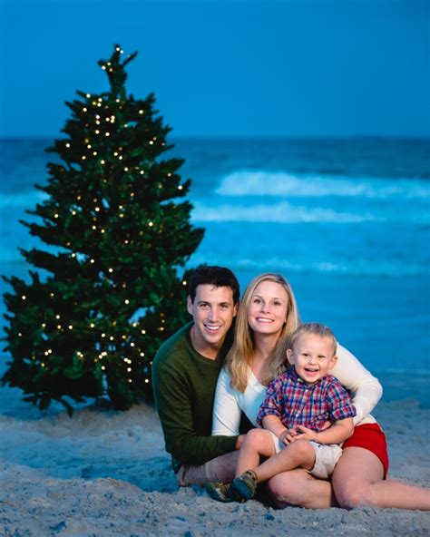 pics for gt family of 3 beach photo ideas