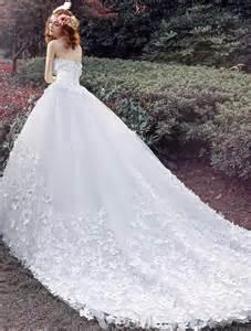 brautkleid mit korsett ösen hochzeitskleider 2016 ballkleid applique weißem tüll brautkleid mit langer schleppe