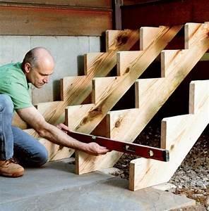 Treppenwangen Holz Aussen : treppenwangen mit wasserwaage nivellieren holz pinterest treppe au entreppe und terrassen ~ Sanjose-hotels-ca.com Haus und Dekorationen