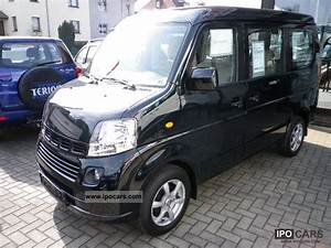 Suzuki Landy Van Pictures
