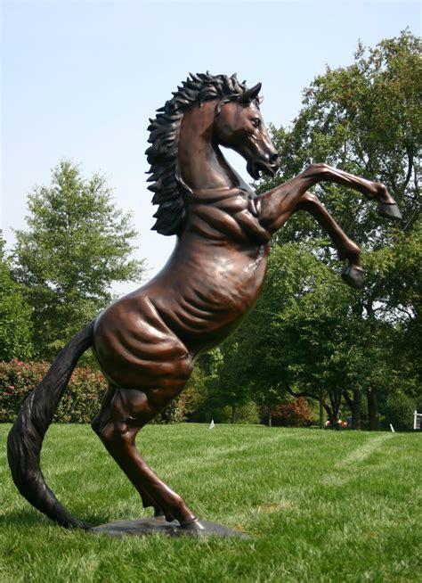 Bronze Statue Pferd