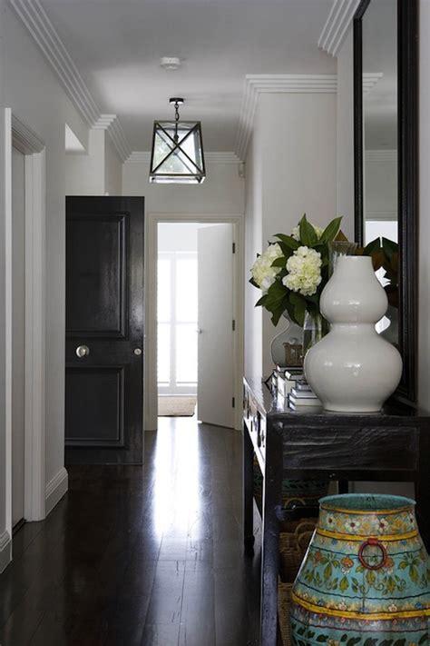 Long Foyer   Transitional   entrance/foyer   Denai Kulcsar