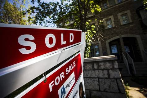 Borrowers with pmi pay a mortgage insurance premium, and costs vary by lender. CMHC hiking mortgage insurance premiums for third time in four years - The Globe and Mail