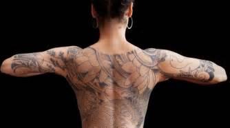 schoener japanischer stil tattoo  ruecken und  halben
