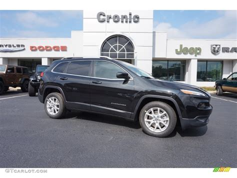 black jeep cherokee 2016 2016 brilliant black crystal pearl jeep cherokee latitude