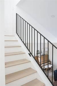 Modern Metal Railings   A Sleek Staircase Design