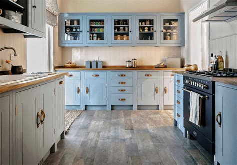 I'm seeing a lot of light, warm gray/greige/taupe colors trending on kitchen cabinets, and i think they're a great look. 21 Best Kitchen Cabinet Painting Color Ideas and Designs ...