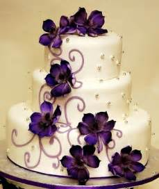 purple wedding cake in purple theme wedding